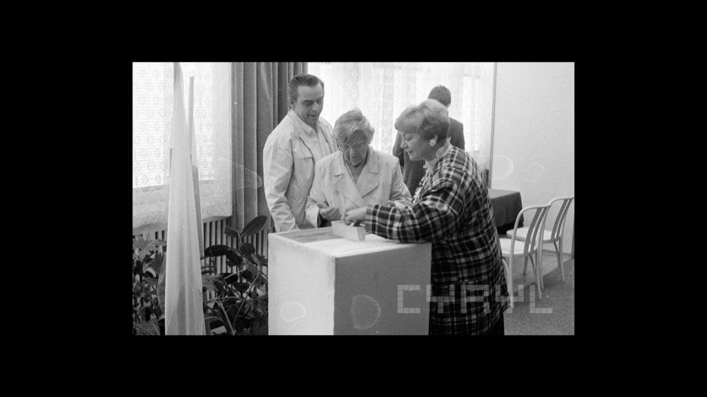 Głosowanie 4 czerwca 1989 roku w jednej z poznańskich komisji wyborczych.